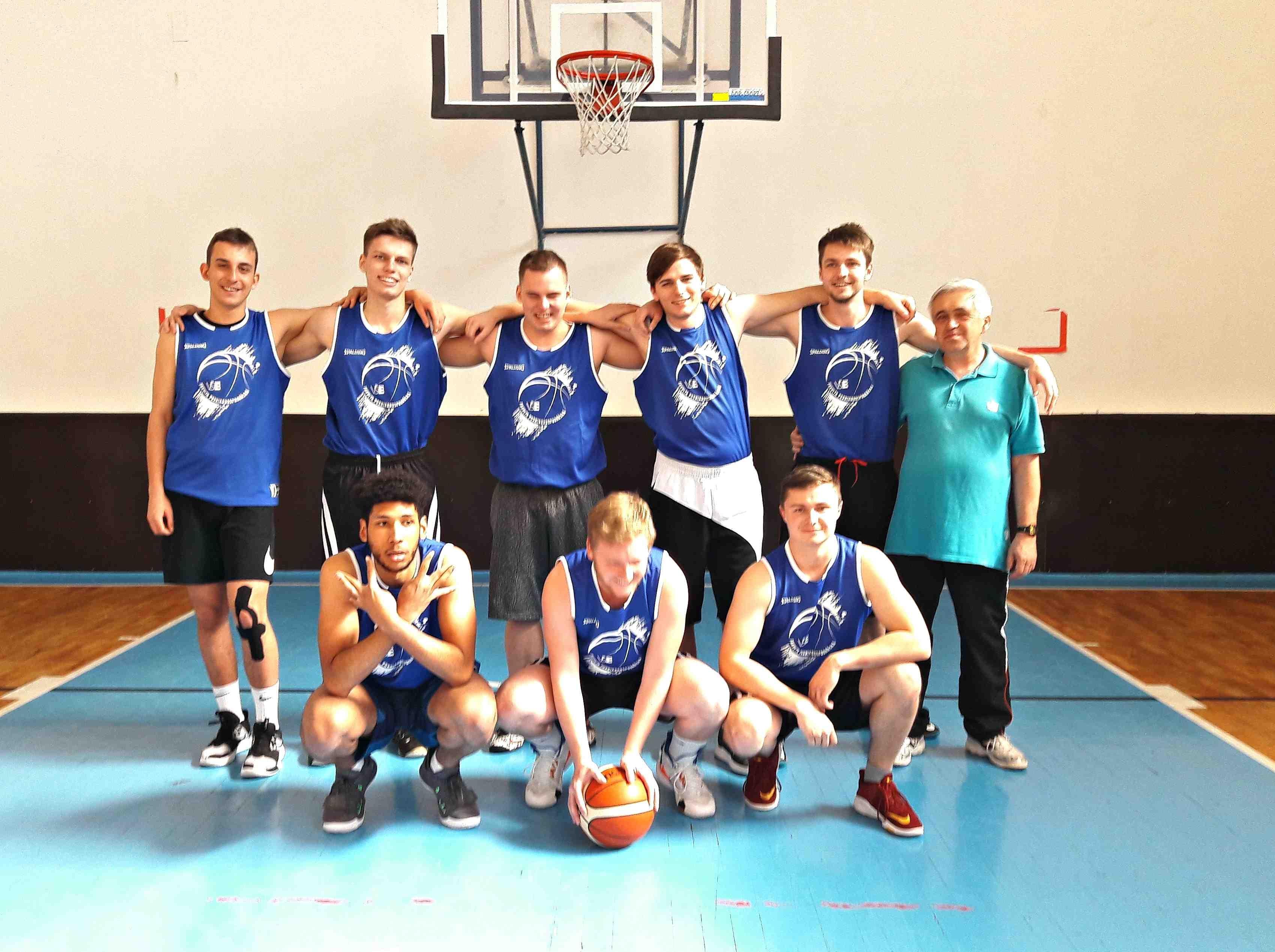 Basketbalisté podnikohospodářské fakulty reprezentovali na Easter Euro Basket